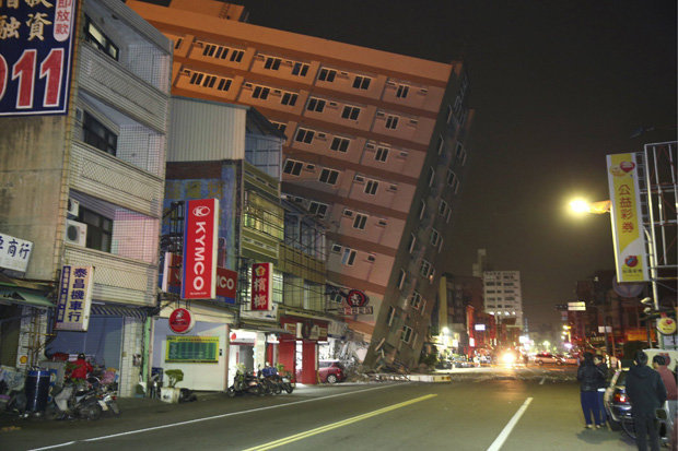 taiwan-earthquake-building-colapse5