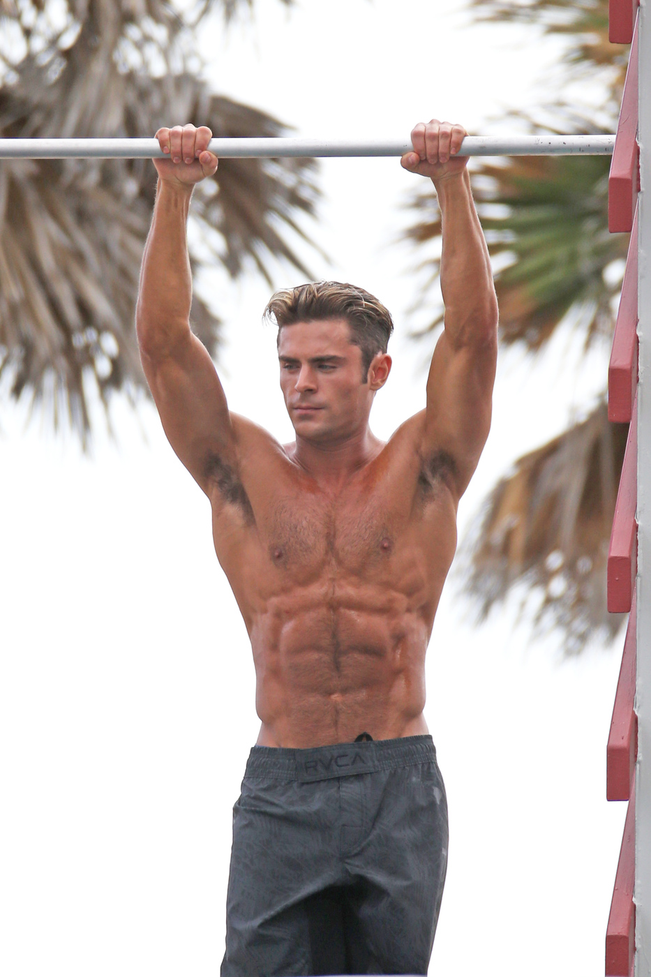 Zac Efron Baywatch On Set Photos  Dislikely  Daily Funny -9159