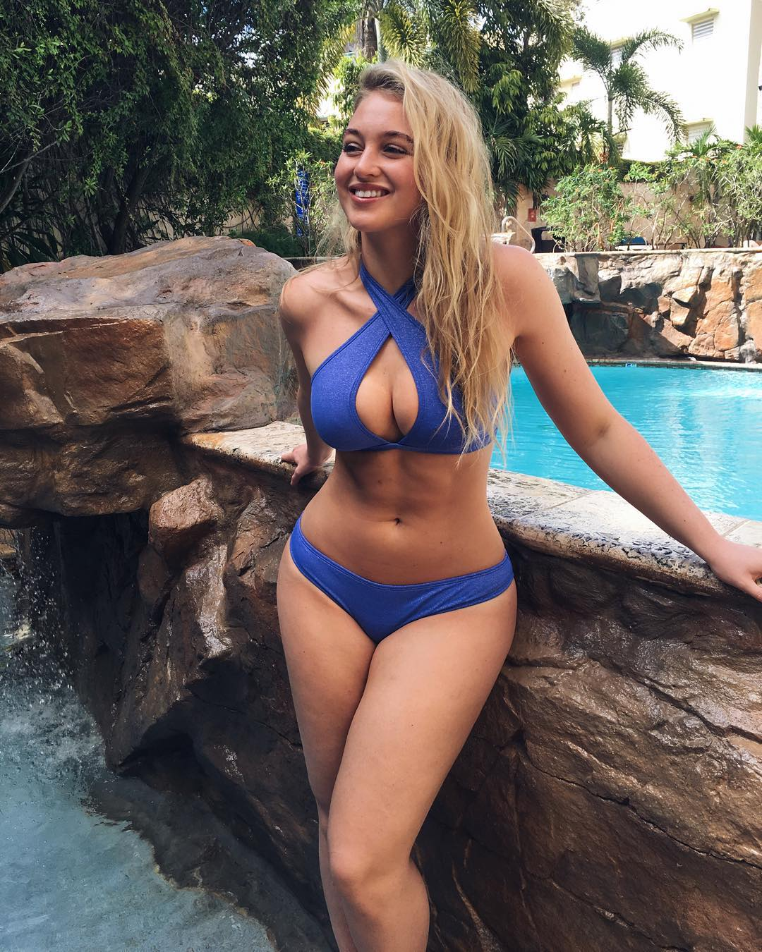 iskra lawrence sexy pics pool dislikely daily funny videos photos